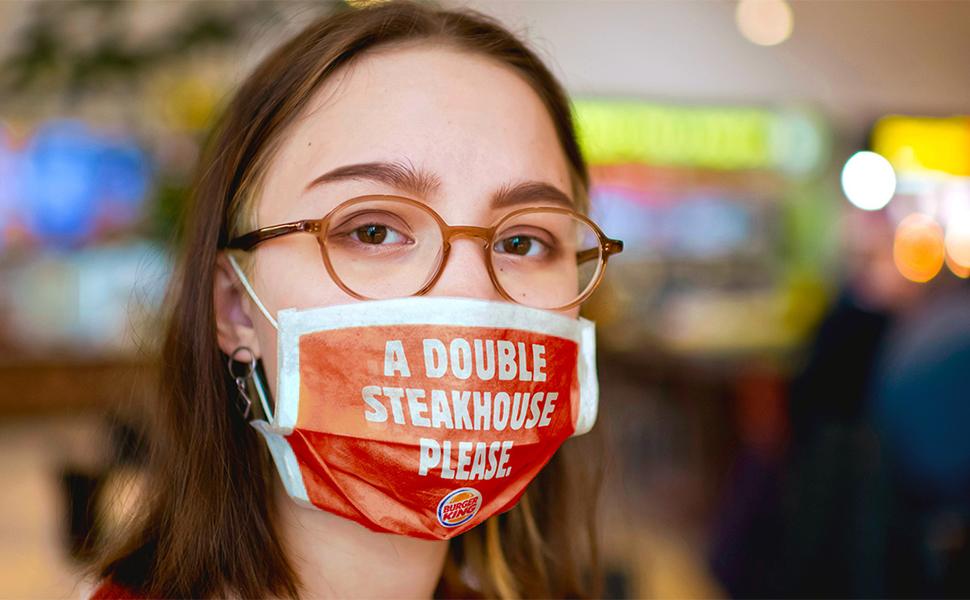 Burger King imprime máscara customizada com pedido