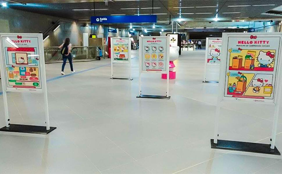 Campanha usa impressão para incentivar o distanciamento social no metrô