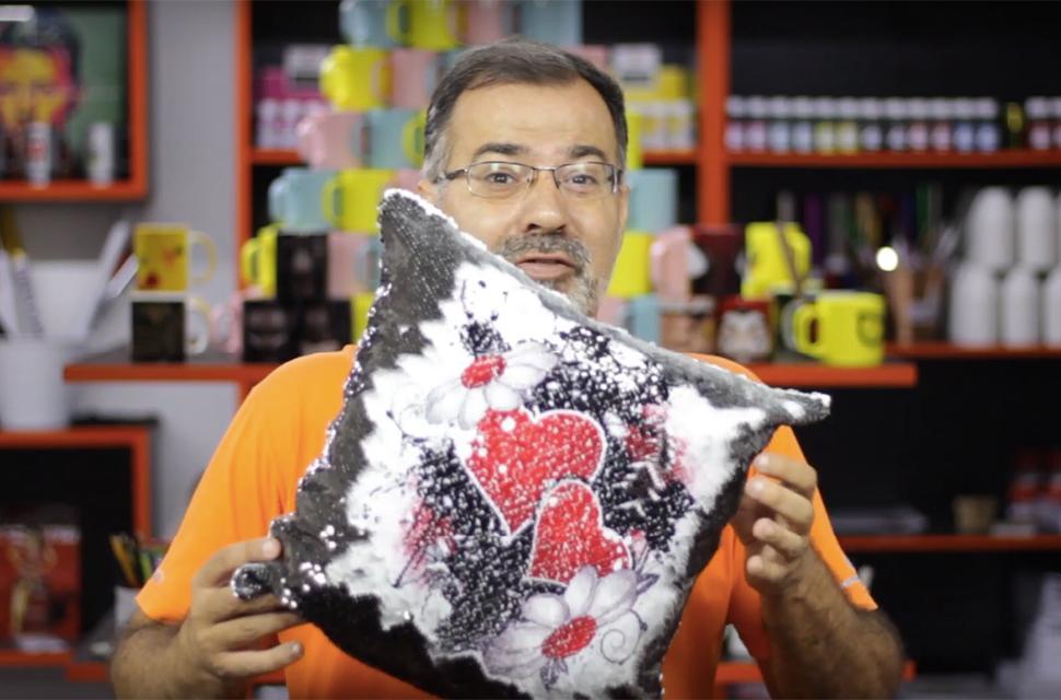 Dica ComunidadeWEB: como personalizar almofada com lantejoula