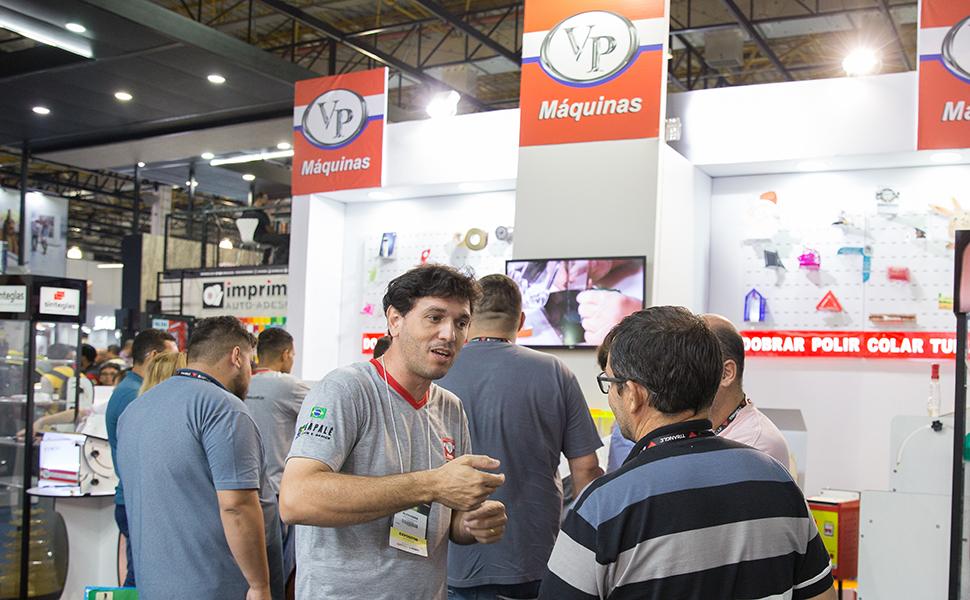 VP Máquinas leva Estação de Transformação de Acrílicos para FESPA Digital Printing 2020