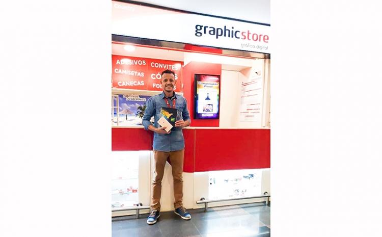 Vencedor recebe iPhone da promoção da FESPA Brasil | Digital Printing 2019
